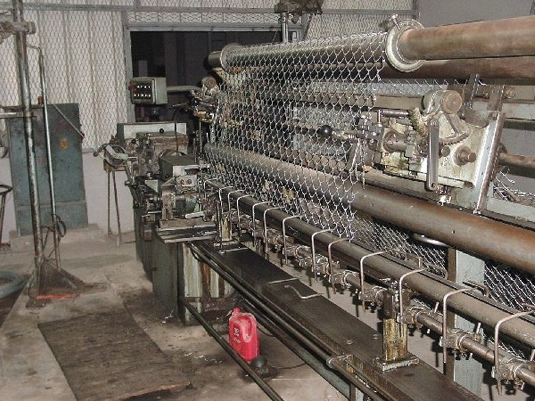 Stroje na drátěné mříže