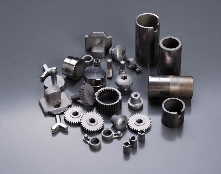 Pièces formées en métal fritté