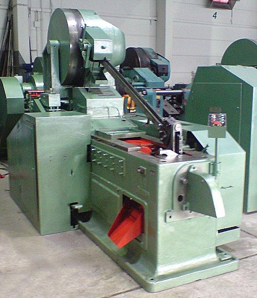 Stroje na odstraňování otřepů