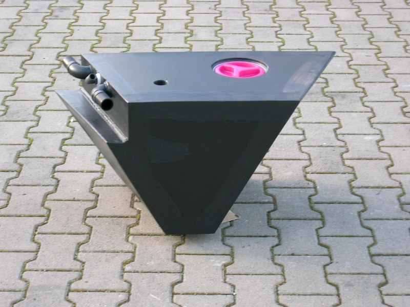 Abwasserbehälter / Elyane Almaric Plastic